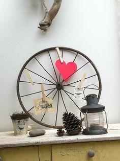 pêle-mêle en roue de landeau Idee Diy, Next At Home, Decoration, Reuse, Repurposed, Recycling, Objects, Home Appliances, Concept
