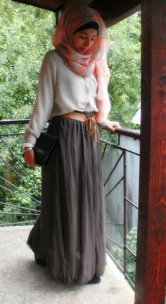 Love the shirt and maxi combo; not really the scarf though