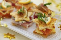 Star shaped finger food bites perfect for little fingers creative 27 Easy #Simple #Quick Appetizer #snack # +++ 27 #Tapas #aperitivo #facil #rapido #sencillo #invitados #idea en forma de #estrella