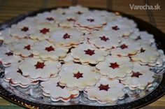 Linz cookies as we bake them in Slovakia Christmas Sweets, Shortbread Cookies, Sweet Recipes, Pancakes, Easy Meals, Pie, Tasty, Treats, Baking