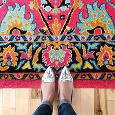 Talk about a perfect pop of color. Shop this rug (available in 4 sizes!) on sale today ONLY. Link in bio! Photo by Girl Dress Patterns, Baby Patterns, Baby Blanket Crochet, Crochet Baby, Mexican Interior Design, Crochet Lace Collar, Baby Cocoon, Crochet Bookmarks, Easy Crochet