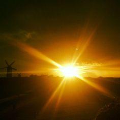 Faisceau #sunset #sun #diamond #fire #clouds #nofilters #rays #mills #skerries #summer #ireland #horizon #sparkles #sparkling #skerries