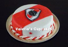 Valeria´s Cupcakes: Torta de River para Guido Sport Cakes, Party Time, Food And Drink, Birthday Cake, Plates, Candy, Desserts, Football Cakes, Baby Shower