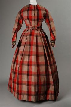 Two-piece gown of red-black-beige plaid wool, 1855-1865, Rotterdam Museum.