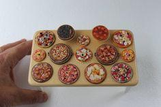 miniature food :pizzas en pate fimo