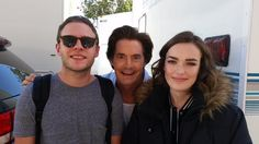 Don't mind me ;-) a Cal photo-bomb to set the tone for tonights show! || Iain De Caestecker, Kyle MacLachlan, Elizabeth Henstridge || Twitter || #cast