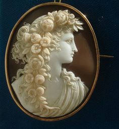 SPECIAL 18K Antique c1860's Hand Carved Sardonyx shell Flora Cameo Brooch Pin