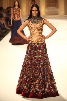 Gold-copper-lakme-fashion-week-2012