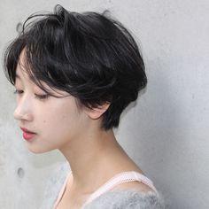 Transparent feeling wet Center Part   Ebisu Daikanyama Beauty five coast of hair style   Rasysa (Rashi)