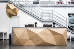 One of our latest project: a counter for the amazing headquarter of @biesse in the city of Pesaro. #flatisboring #woodskinize #wood #design #architecture #interior #surface #3d #digitalflexibility #triangle #pattern #innovation #innovativeprocess  Discover more on our website