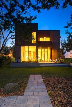 Press kit | 1105-04 - Press release | A house, a river or, building small - Anik Péloquin architecte - Residential Architecture - Photo credit: Alberto Biscaro