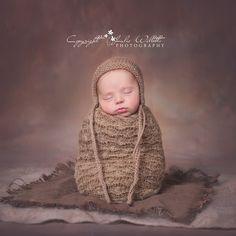 Newborn Photography Newborn Photographer, Family Photographer, Newborns, Maternity Photography, Crochet Hats, Knitting Hats, Baby, Newborn Babies, Maternity Photos