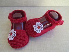 Knit Shoes, Crochet Shoes, Crochet Clothes, Crochet Baby Sandals, Baby Girl Crochet, Baby Patterns, Crochet Patterns, Crochet Baby Costumes, Baby Flip Flops
