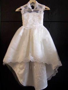 Luxe kanten witte bruidsmeisjes jurk bloemen meisje communie jurk. Luna | ~Bruidsmeisjes jurkjes, communie | Sweet Dreams Bruidsmode