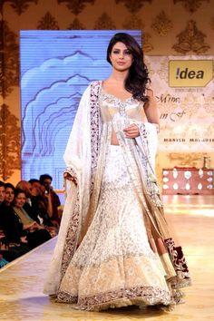 5af5f04b7 16 Best Bollywood Replicas - Apparels images