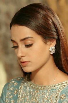 Pakistani Fashion Casual, Pakistani Girl, Indian Bridal Fashion, Pakistani Dramas, Pakistani Actress, Beautiful Blonde Girl, Beautiful Asian Girls, Beautiful Ladies, Bridal Makeup Videos