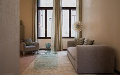 Palazzo Garzoni Moro - moderne Apartments im Herzen von Venedig Decor, Furniture, Curtains, Sofa, Home, Couch, Home Decor