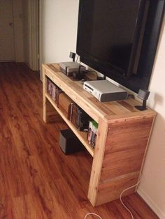 Entertainment table made from wooden pallets and some polyurethane.
