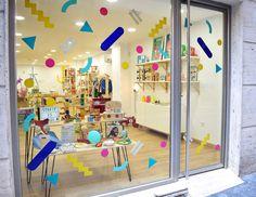Rizomas, un nuevo espacio para niños en Almería. En nuestra Tienda podrás encontrar juguetes educativos, artículos de diseño, decoración, libros, etc. Concept store, design