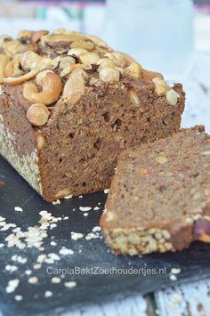 Zonder suiker  - Een recept van Rens Kroes uit Powerfood van Friesland naar New York  Ontbijtkoek met rogge, havermout en dadels. Heerlijk zoet en toch zonder suiker en boter :)