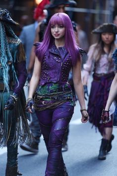 Dove Cameron as Mal in Decendants 2 Descendants Wicked World, Disney Channel Descendants, Descendants Cast, Mal Descendants Costume, Mal And Evie, Sofia Carson, Cameron Boyce, High School Musical, Film Serie