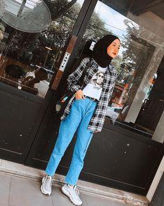 Modern Hijab Fashion, Street Hijab Fashion, Korean Street Fashion, Korea Fashion, Ootd Fashion, Fashion Outfits, Casual Hijab Outfit, Ootd Hijab, Hijab Chic