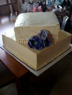 2 Tier Wedding cake, vanilla bean butter cream