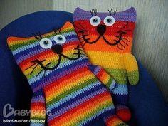 Crochet Pillow Patterns Free, Animal Knitting Patterns, Knitting Machine Patterns, Cute Crochet, Crochet Dolls, Knit Crochet, Little Cotton Rabbits, Knitted Cat, Crochet Cushions