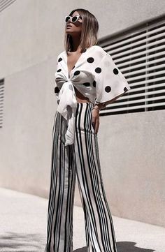Polka Dots Trend Outfit That's Gonne Be Anywhere - Polka dots are pretty mild in the print world, but considering my comfort zone is a feminine bloom or Casual Outfits, Summer Outfits, Fashion Outfits, Mode Kimono, Fashion Prints, Fashion Design, Style Fashion, Shirt Designs, Moda Fashion