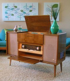 - Authentic Mid Century and Danish Modern Furniture and Decor audio room mid century Danish Modern Furniture, Retro Furniture, Mid Century Modern Furniture, Furniture Ideas, Vintage Stereo Cabinet, Modern Decor, Mid-century Modern, Muebles Living, Vinyl Storage