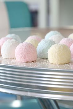 FLUFFY PASTEL COCONUT MARSHMALLOWS - Passion 4 baking :::GET INSPIRED::: Liquorice Recipes, Shredded Coconut, Sugar Art, Candy Recipes, Vanilla Cake, Sweet Tooth, Sweet Treats, Marshmallows, Sweets