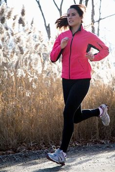 Healthy eating tips for runners - Got some miles to cover? Fuel up on the right foods to help you run the distance Fitness Nutrition, Fitness Tips, Fitness Motivation, Fitness Weightloss, Workout Fitness, Marathon Motivation, Fitness Classes, Healthy Eating Tips, Get Healthy