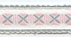 Antigua Cinta o galón bordado con hilo. Blanco rosa y gris. Años 30-40 -- 2,2cm ancho x 138cm