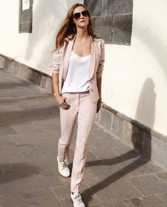 Suit up style inspo fashion, pink suit и style. Casual Chic, Casual Shoes, Style Désinvolte Chic, My Style, Costume Rose, Suits For Women, Women Wear, Cool Outfits, Summer Outfits