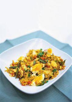 Kedgeree - Spicy rice, smoked haddock and boiled eggs. This is a traditional British breakfast from colonial India and it's a lovely little dish, with a nice balance of spicy and smoky flavours. It makes a tasty lunch or supper too – so get stuck in! Rice Recipes, Seafood Recipes, Indian Food Recipes, Cooking Recipes, Healthy Recipes, Healthy Food, Jamie Oliver, Simply Yummy, Good Food