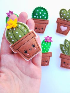 Available at my Etsy shop - Mach Es Selbst DIY Felt cacti brooches! Available at my Etsy shop Felt Crafts Diy, Felt Diy, Cute Crafts, Fabric Crafts, Sewing Crafts, Sewing Projects, Felt Decorations, Felt Patterns, Felt Brooch