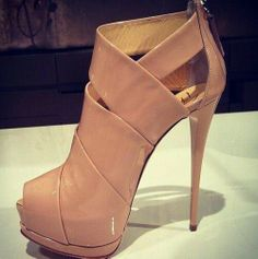 awesome Attractive Patent Leather Cut-Outs Dress Sandals Women's Shoes, Zapatos Shoes, Hot Shoes, Crazy Shoes, Me Too Shoes, Shoe Boots, Ysl Boots, Ankle Shoes, Pretty Shoes