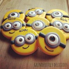 Minion Decorated cookies by Grunderfully Delicious for Rory and Bryoni Cookies For Kids, Fancy Cookies, Iced Cookies, Cute Cookies, Cupcake Cookies, Sugar Cookies, Owl Cookies, Cookie Favors, Flower Cookies