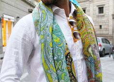 I love paisley Mens Style Guide, Men Style Tips, Sharp Dressed Man, Well Dressed Men, Men Street Look, Street Style, Mens Fashion Blog, Men's Fashion, Stylish Mens Outfits