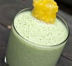 Enjoy the tropical flavors of this Pineapple Breeze Smoothie and check out the benefits of pineapple! Clean Eating Meal Plan, Clean Eating Recipes, Diet Recipes, Healthy Eating, Healthy Recipes, Healthy Foods, Ninja Recipes, Keeping Healthy, Smoothie Drinks