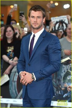 Chris Hemsworth & Chris Evans Are So Swoon-Worthy at 'Avengers: Age of Ultron' Premiere