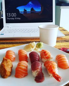 Sushi Nothing beats sushi for lunch!! Also my year 13s last day today so from next week onwards I have a much nicer timetable with more free time for training and healthy recipes This is fuel for #arms later #healthyeating #bbg #fitlondoners #fitmum #bbgmums #healthyliving #cleanandlean #cleaneating #healthychoices #bbgcommunity #fitfam #fitlondon #thekaylamovement #kaylaitsines #fitnesslover #instafit by pischerla