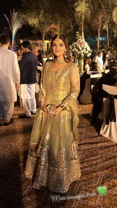 Pakistani Party Wear Dresses, Beautiful Pakistani Dresses, Shadi Dresses, Pakistani Wedding Outfits, Pakistani Dress Design, Wedding Attire, Indian Outfits, Dress Neck Designs, Stylish Dress Designs
