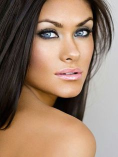Gorgeous Look in Motives Nude Palette, (2-in-1) Compact and Custom Foundation!   #Lips #Eyes #Hair