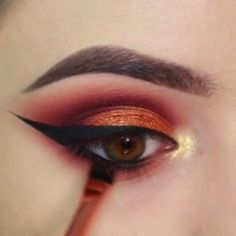 """You may be wondering, """"Howdo I choose a color that looksbest on me?"""" Any good makeup artist will tell you it'simportant to first have an understandingof the color wheel. So before you pickout eye shad Makeup 101, Makeup Goals, Makeup Inspo, Makeup Inspiration, Beauty Makeup, Face Makeup, Hd Make Up, Make Up Videos, Make Up Looks"""