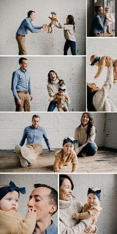 Family Photo Studio, Studio Family Portraits, Family Portrait Outfits, Family Portrait Poses, Family Picture Poses, Family Picture Outfits, Family Portrait Photography, Family Photo Sessions, Family Posing