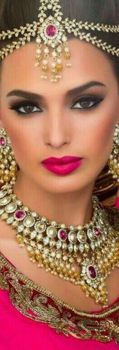 Bridal Hairstyle Indian Wedding, Wedding Curls, Indian Bridal, Zuhair Murad Bridal, Indian Hairstyles, Bridal Hairstyles, Bollywood, Indian Makeup, Look Into My Eyes