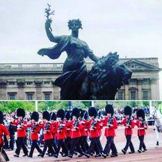 Marchin on... #buckingham #london #england #buckinghampalace #palace #queen #unitedkingdom #europe #uk #travel #nature #tbt #instapic #런던 #kingdom #근위병 #photography #love #trip #traveling #장난감같아 #tourist #instagram #royalty #thisislondon #영국 #londres #city #hydepark #걷다보니 by jbc91
