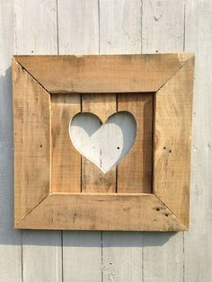Read on to find 10 effortless DIY picture frame ideas . Read on to find 10 effortless DIY picture frame ideas . Wooden Pallet Crafts, Diy Wood Projects, Wooden Diy, Wooden Signs, Wood Crafts, Woodworking Projects, Woodworking Classes, Diy Crafts, Pallet Picture Frames