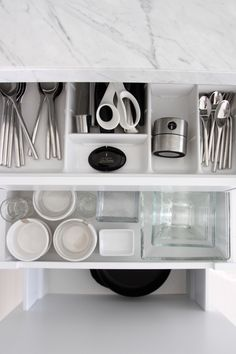 Homevialaura   Moderni valkoinen keittiö   marmori   keittiötaso   marmoritaso   Carraran marmori   Loimaan Kivi   www.loimaankivi.fi/sisustuskivet